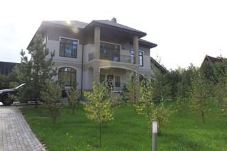 Дом, площадью 1000 кв.м